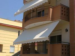 Εφαρμογή τέντας σε πολυκατοικία στα Κουφάλια